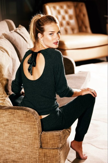 Rosie-Huntington-Whiteley-22-Vogue-16Oct13-pr_b_592x888