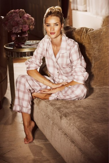 Rosie-Huntington-Whiteley-28-Vogue-16Oct13-pr_b_592x888